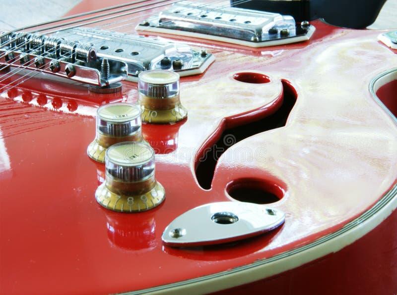 Guitare rouge photographie stock libre de droits