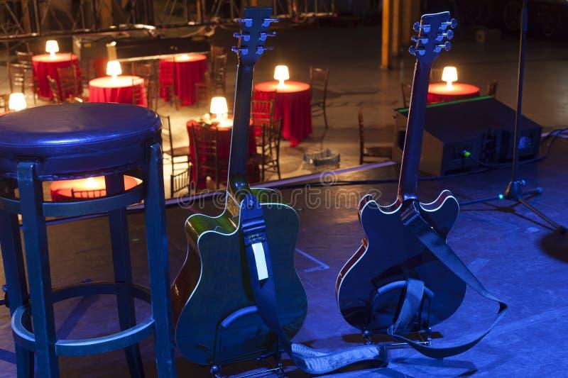 Guitare sur l'étape avant concert image libre de droits