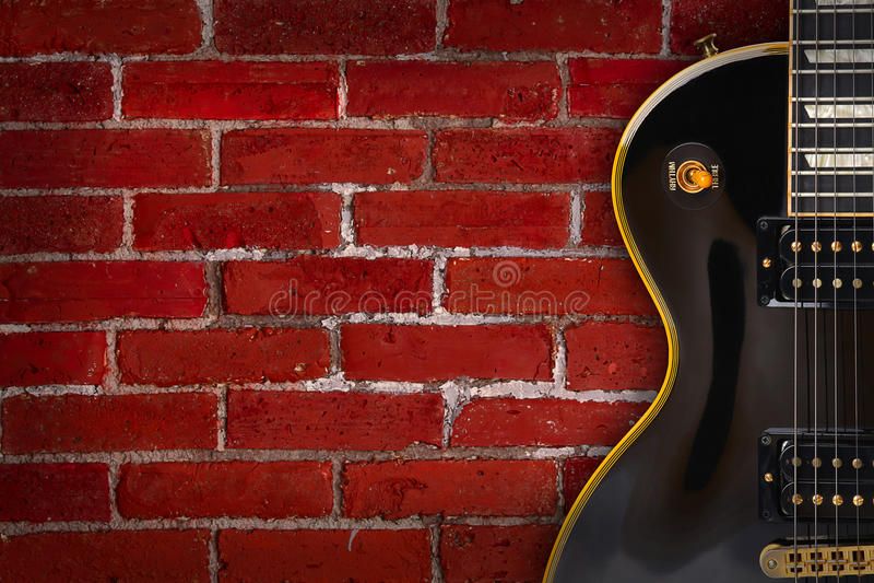 Guitare sur le fond - musique photo libre de droits