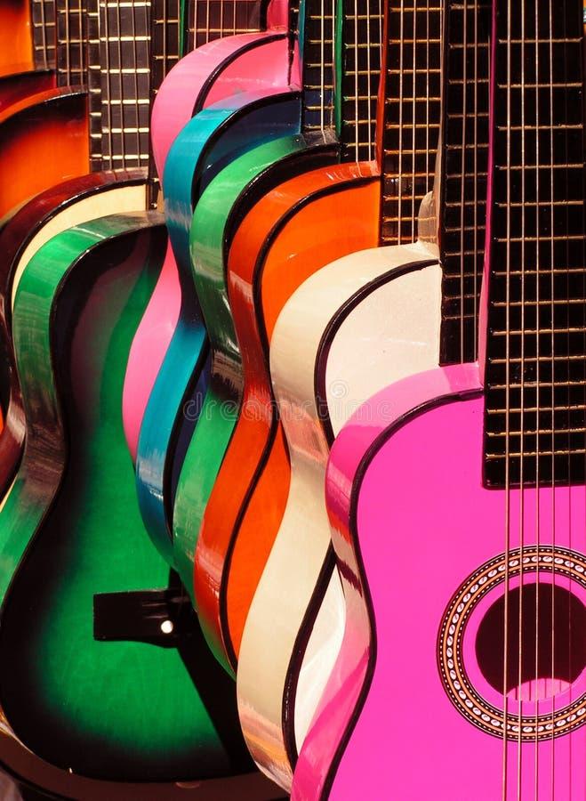 Guitares 2 d'arc-en-ciel photos libres de droits