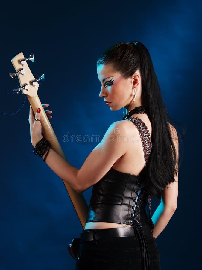 Guitariste de dos images stock