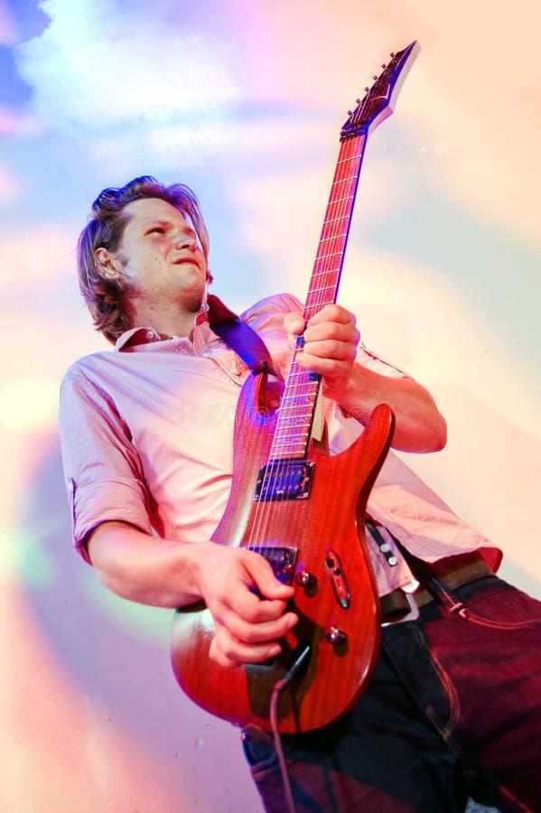 Guitariste de roche image stock