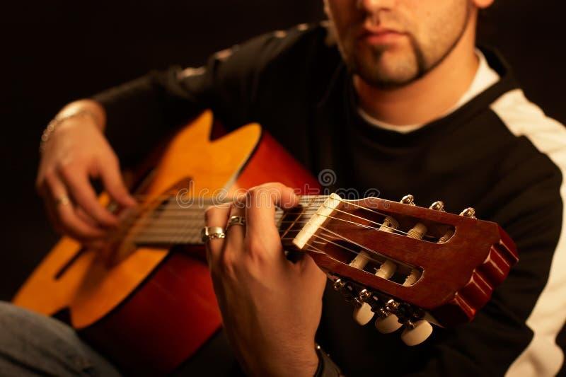 Guitariste sur l'étape images libres de droits