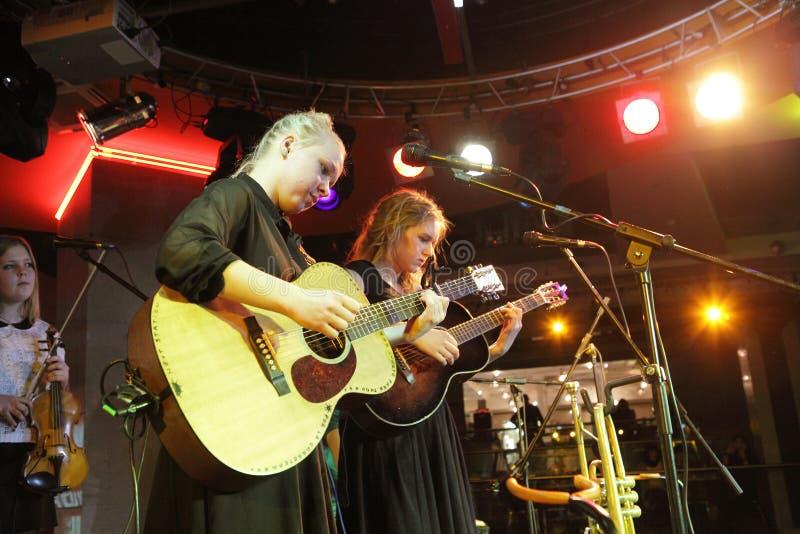 Guitaristes féminins photo libre de droits