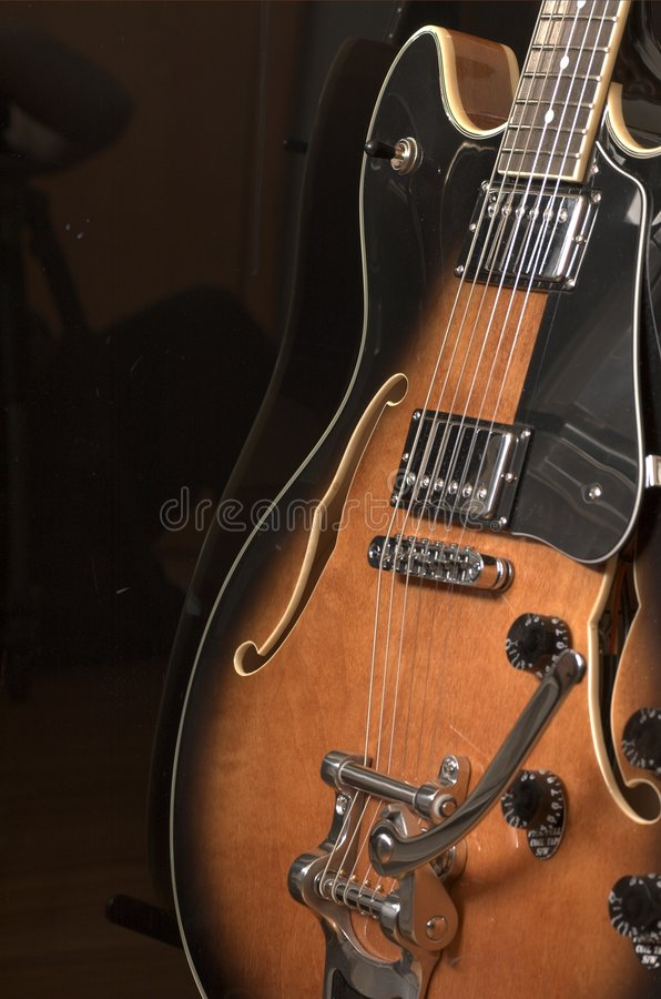 Guitarra 2 do jazz foto de stock royalty free