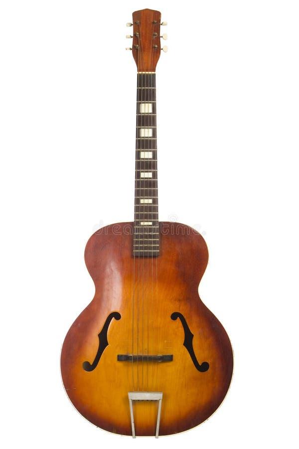 Guitarra acústica antiga bonita isolada imagem de stock royalty free