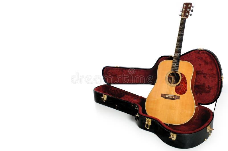 Download Guitarra acústica e caso foto de stock. Imagem de dreadnought - 16864294
