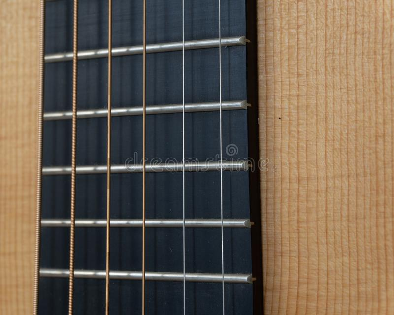 Guitarra acústica Fretboard & cordas imagem de stock