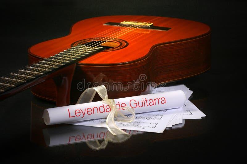 Guitarra acústica, hoja de música fotografía de archivo libre de regalías