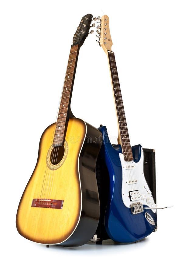 Guitarra acústicas e elétricas foto de stock