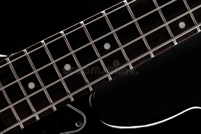 Guitarra baixa no preto foto de stock royalty free