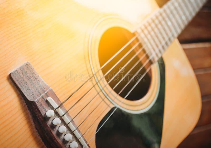 Guitarra clássica com profundidade de campo rasa imagem de stock