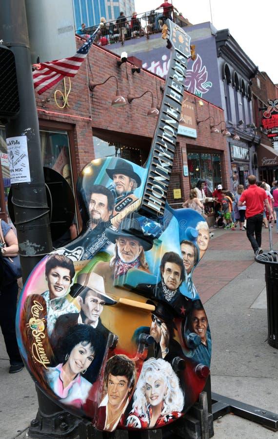 Guitarra com as caras das legendas da música country fora das legendas Live Music Corner, Nashville do centro fotografia de stock royalty free