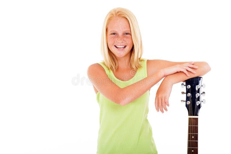 Guitarra da menina do Preteen imagem de stock