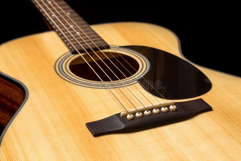 Guitarra de madera acústica fotos de archivo libres de regalías