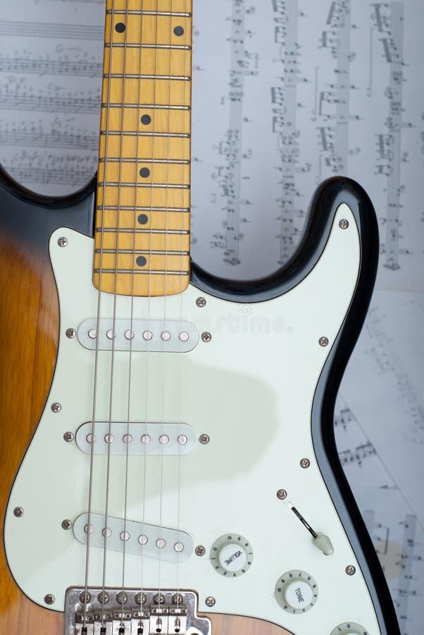 Guitarra e escalas imagem de stock royalty free