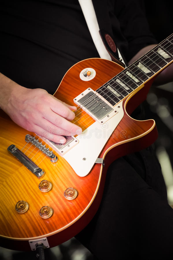 Guitarra eléctrica imagenes de archivo