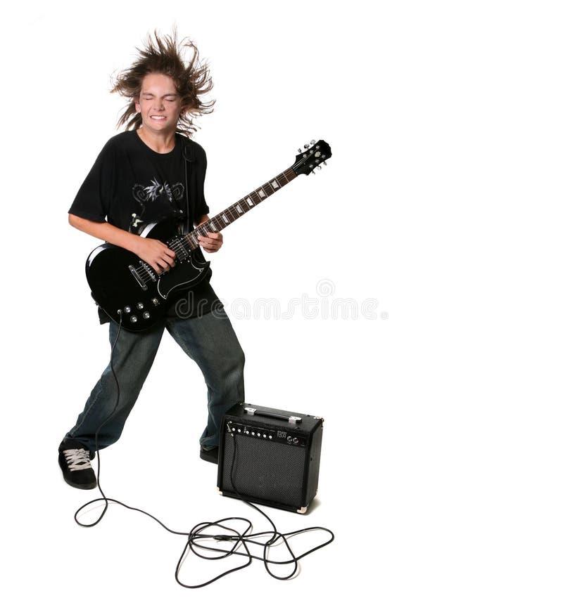 Guitarra eléctrica que juega al cabrito adolescente foto de archivo