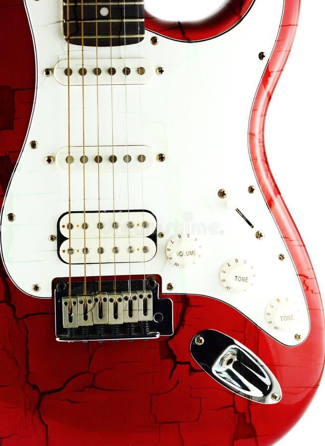 Guitarra eléctrica vieja en blanco imagen de archivo libre de regalías