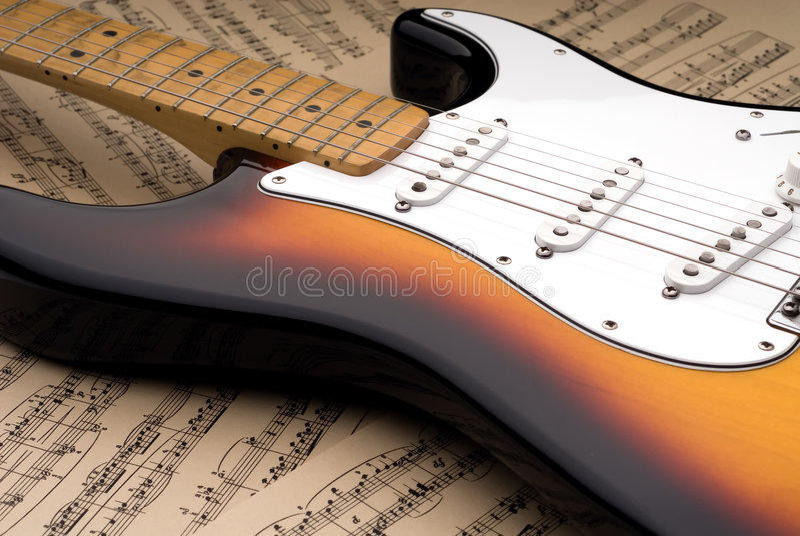 Guitarra eléctrica y música de hoja imágenes de archivo libres de regalías