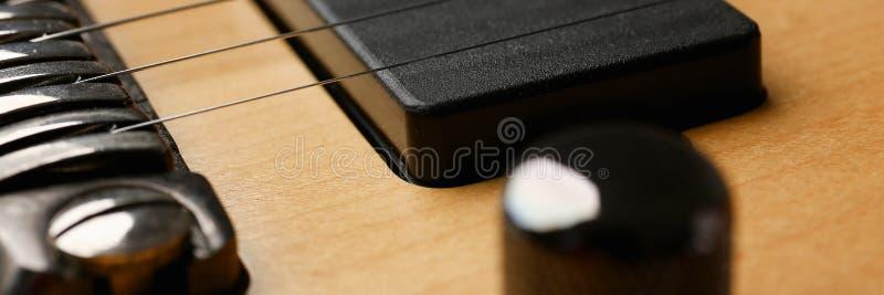 Guitarra elétrica de madeira da forma clássica com pescoço do jacarandá fotos de stock