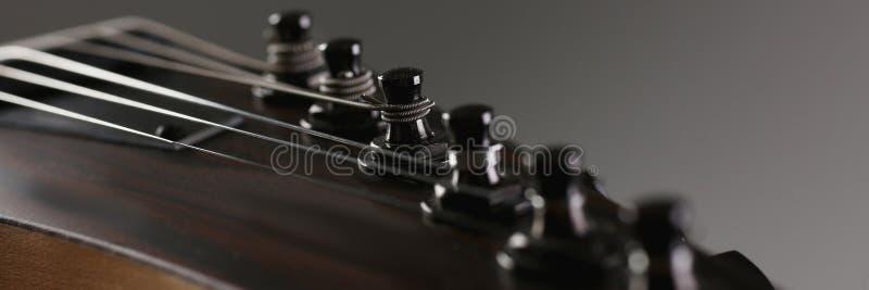 Guitarra elétrica de madeira da forma clássica com pescoço do jacarandá fotografia de stock royalty free
