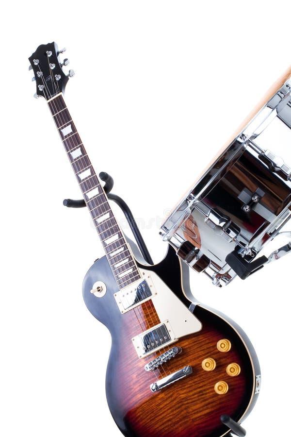 Guitarra elétrica e cilindro de snare imagens de stock