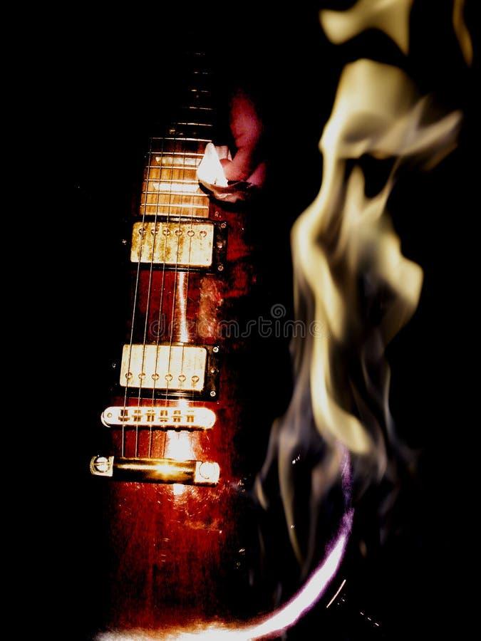 Guitarra elétrica e fogo de exposição dobro fotos de stock