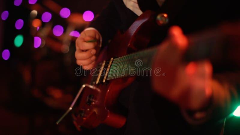 Guitarra elétrica estoque r r E Fundo preto foto de stock royalty free