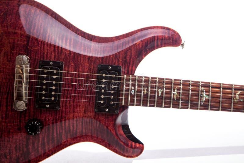 Guitarra elétrica luxuosa Grão de madeira da parte superior cara da chama elétrica foto de stock