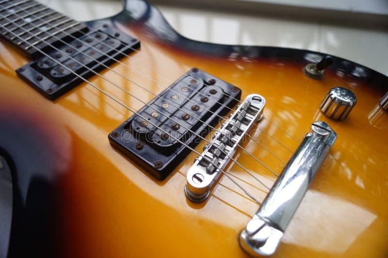 Guitarra elétrica velha imagem de stock