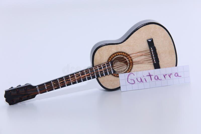 Guitarra, Portugees woord voor Gitaar in het Engels stock foto