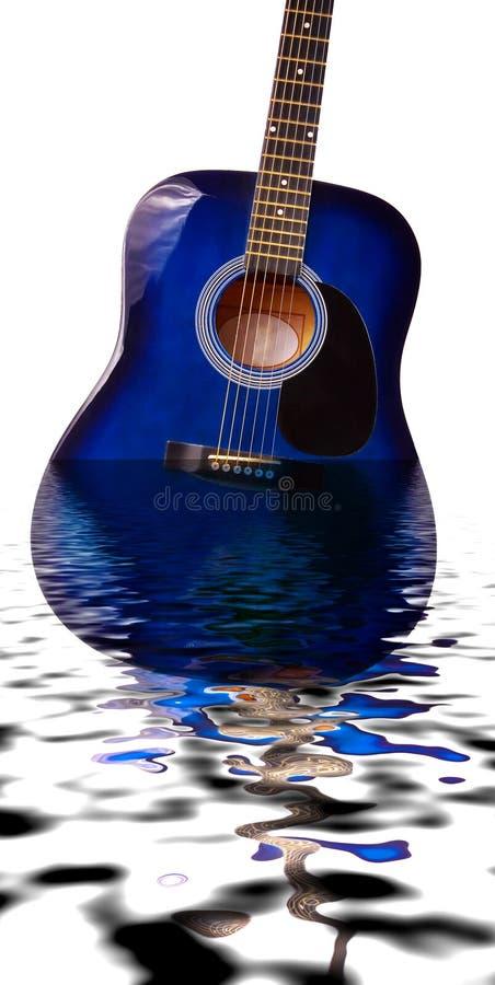 Guitarra submersa fotografia de stock royalty free