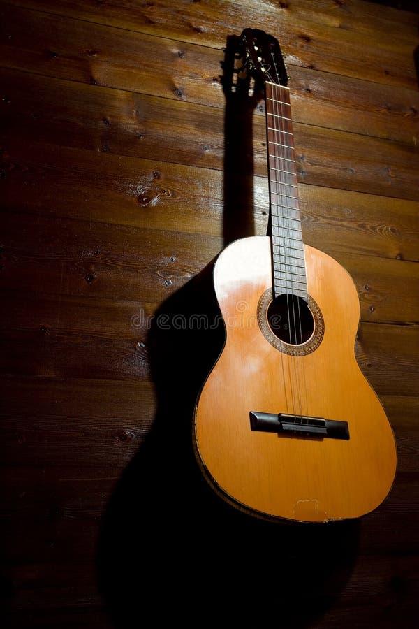 Guitarra velha foto de stock