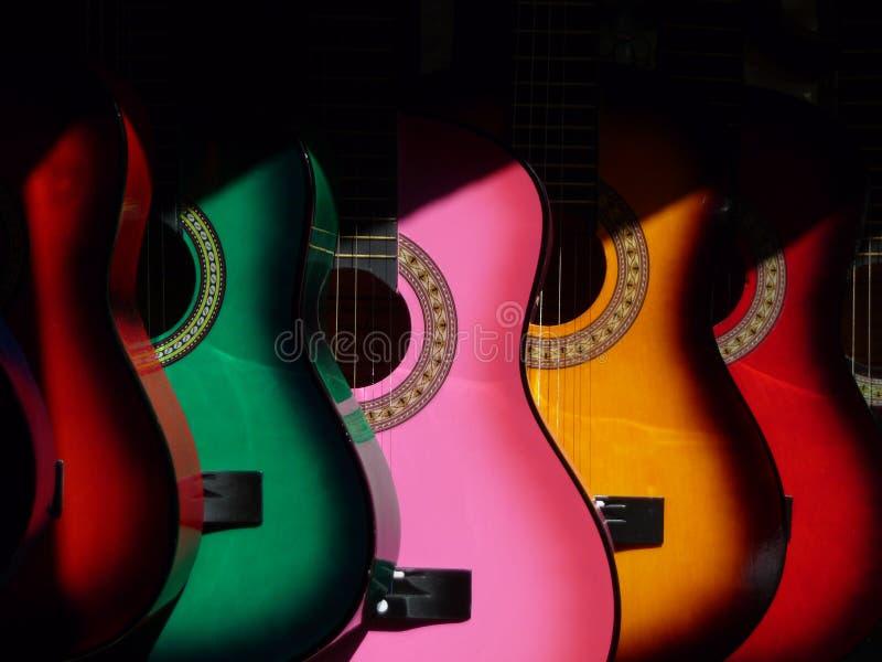 Guitarras coloridas foto de archivo