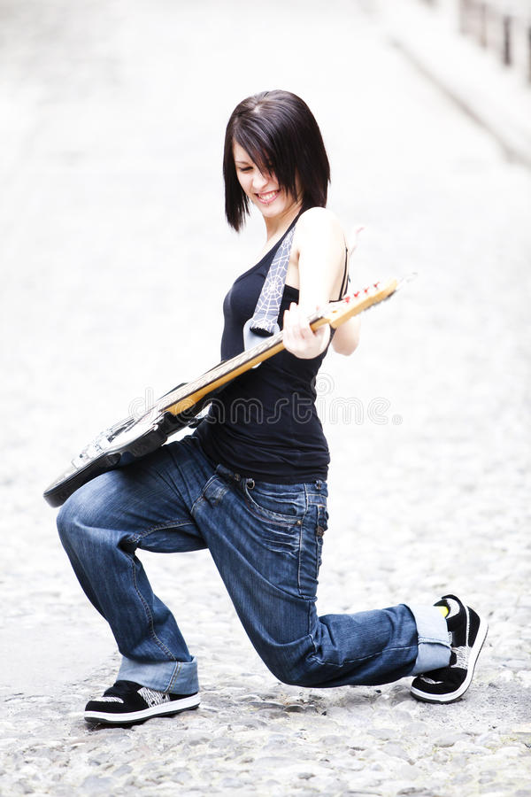 Guitarrista alegre imagen de archivo