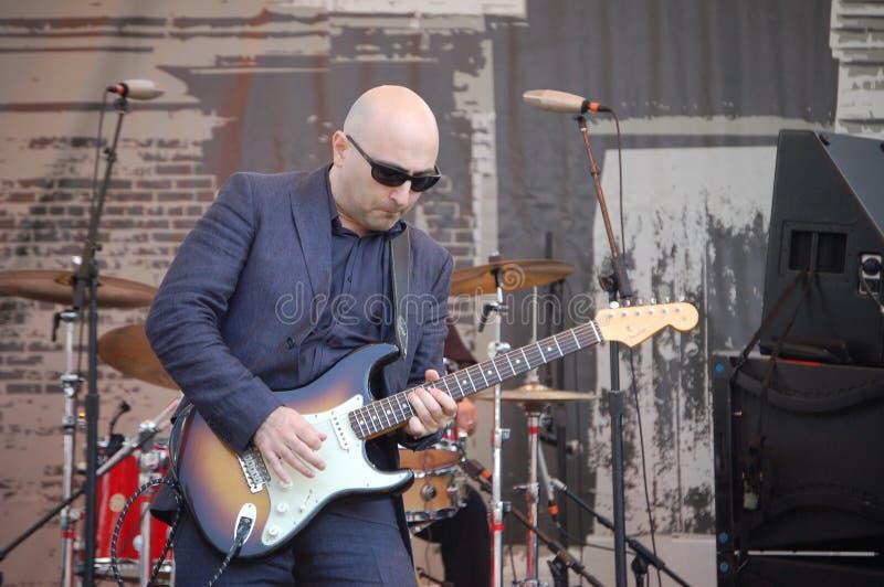 Guitarrista Arsen Shomakov de los azules en el festival de los azules en Portland, Oregon fotografía de archivo libre de regalías