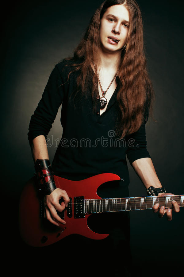 Guitarrista do metal pesado fotos de stock royalty free