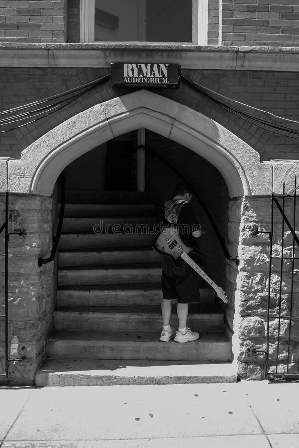 Guitarrista en el Ryman fotos de archivo