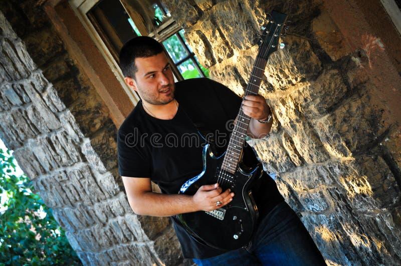 Guitarrista glam da rocha fotografia de stock royalty free