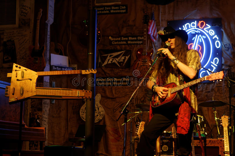 Guitarrista Justin Johnson de los azules en Clarksdale imagen de archivo libre de regalías