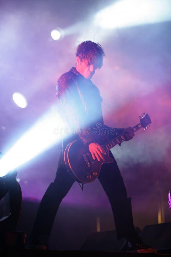 Guitarrista na fase, Prodigy, concerto em Rússia 2005 imagem de stock