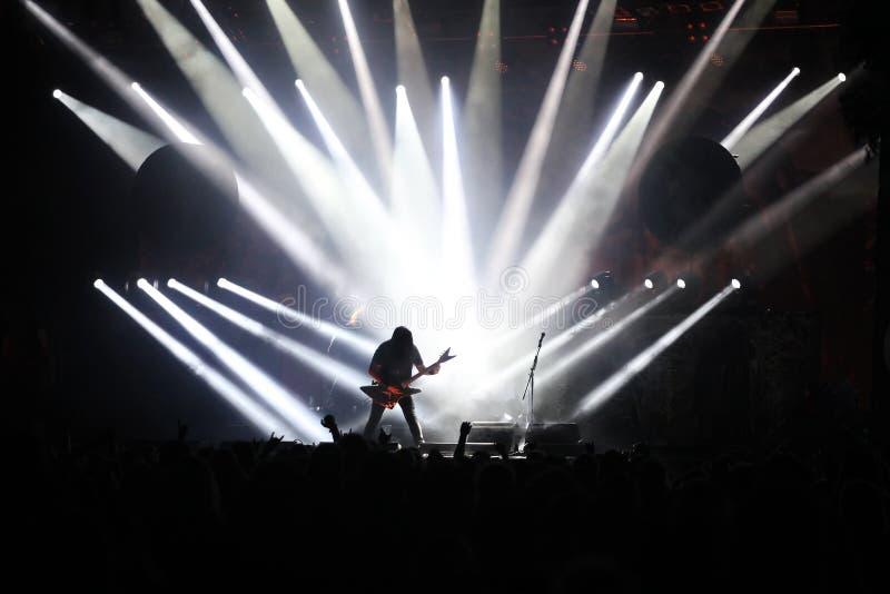Guitarrista no estágio fotografia de stock royalty free