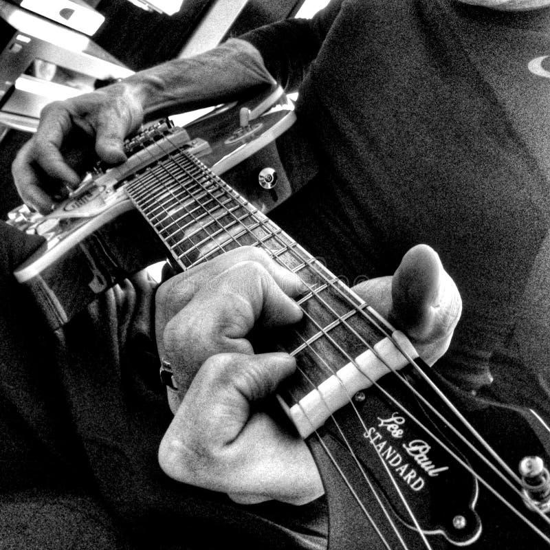 Guitarrista preto e branco imagem de stock