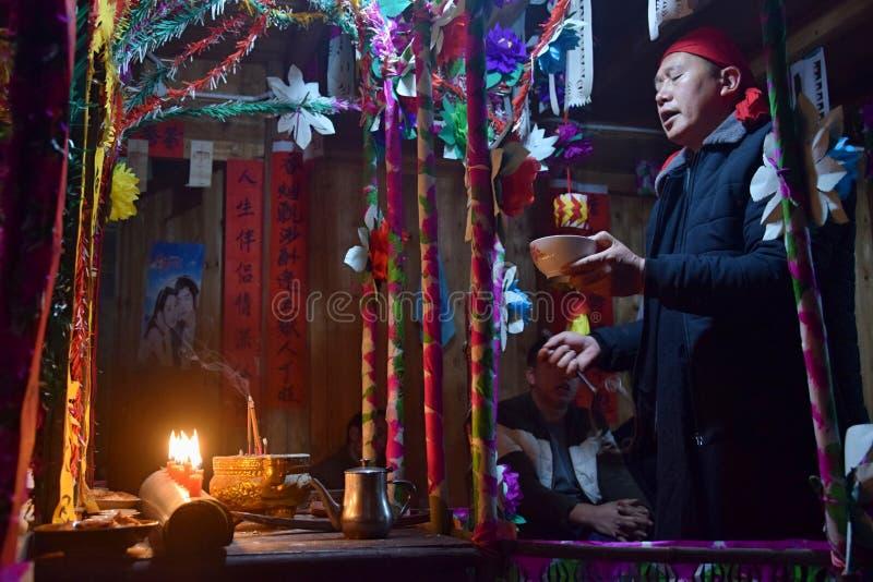 """GUIZHOU PROVINCIE, CHINA € """"CIRCA DECEMBER 2018: Het ritueel die de gelofte terugkopen stock foto's"""