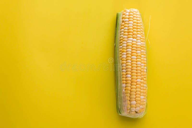 Gul överkant för majsbakgrundstabell arkivfoton
