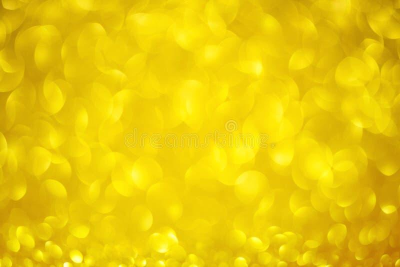Gul bakgrund för valentindag med guld- rund bokeh Det guld- förälskelsedagbegreppet blänker cirkeltextur arkivfoto