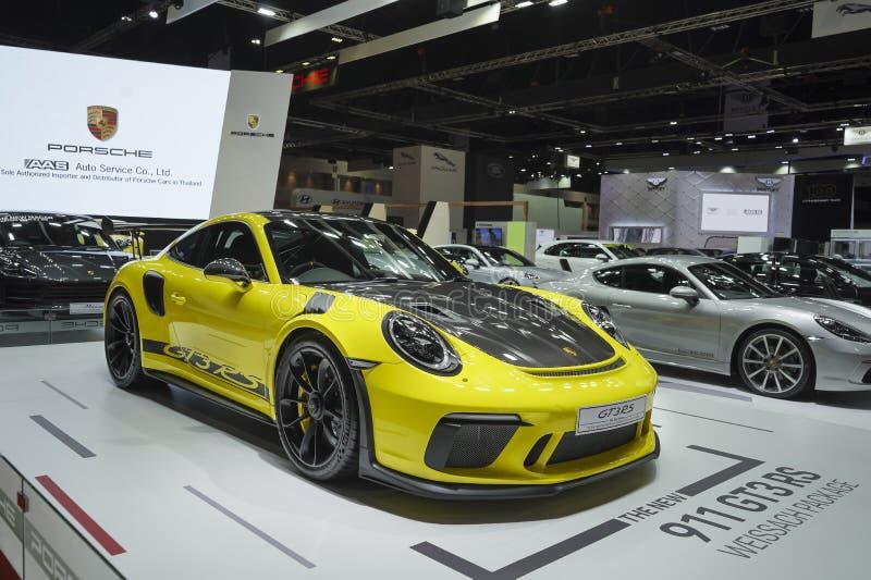 Gul färg för NY Porsche 911 GT3RS Carrera Weissach packesupercar på för Bangkok för skärm 40th showen den internationella motor 2 royaltyfria bilder