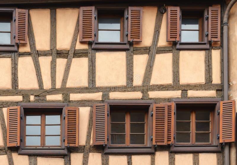 Gul fasad i Colmar fotografering för bildbyråer