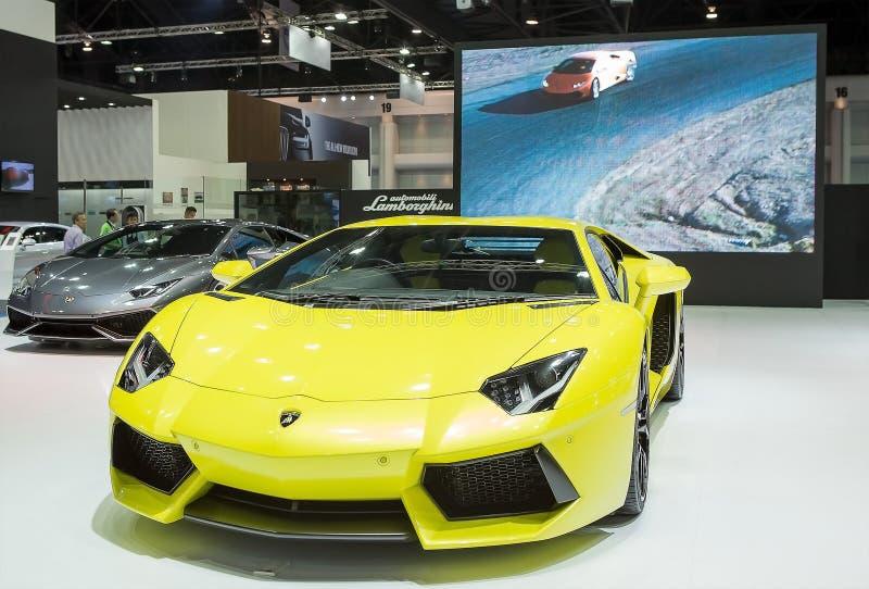 Gul Lamborghini lyxig sportbil fotografering för bildbyråer